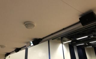 Electro-Voice Evid S5.2 onder het balkon